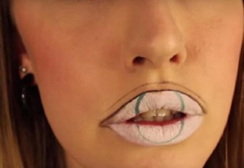 """Она нарисовала зеленый круг на губах, причина вас удивит <span class=""""color_red"""">- ВИДЕО </span>"""