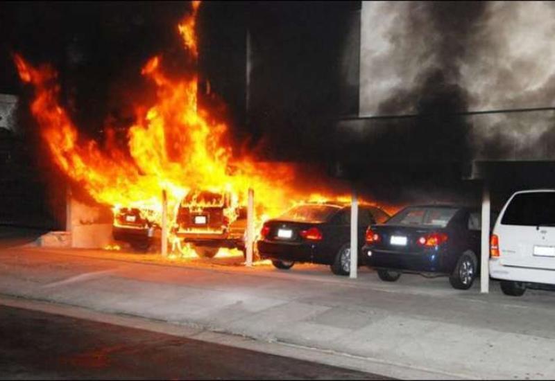 "Bakıda Mitsubishi yanıb kül oldu <span class=""color_red""> - FOTOLAR</span>"