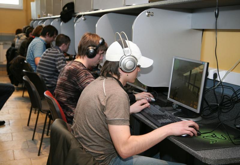 """Запрещать школьникам интернет-клубы - не выход <span class=""""color_red"""">- МНЕНИЕ</span>"""