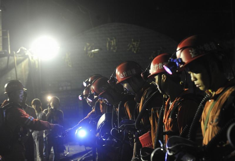 Взрыв на шахте: под землей остались люди
