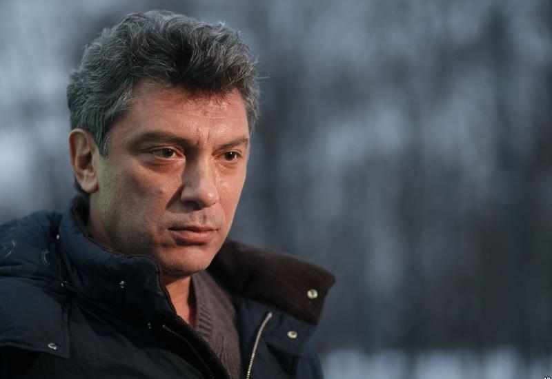 СМИ: мемориал на месте гибели Немцова вновь снесен