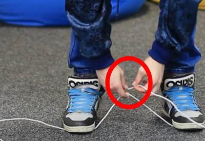 "Как перерезать веревку без ножниц <span class=""color_red"">- ВИДЕО </span>"
