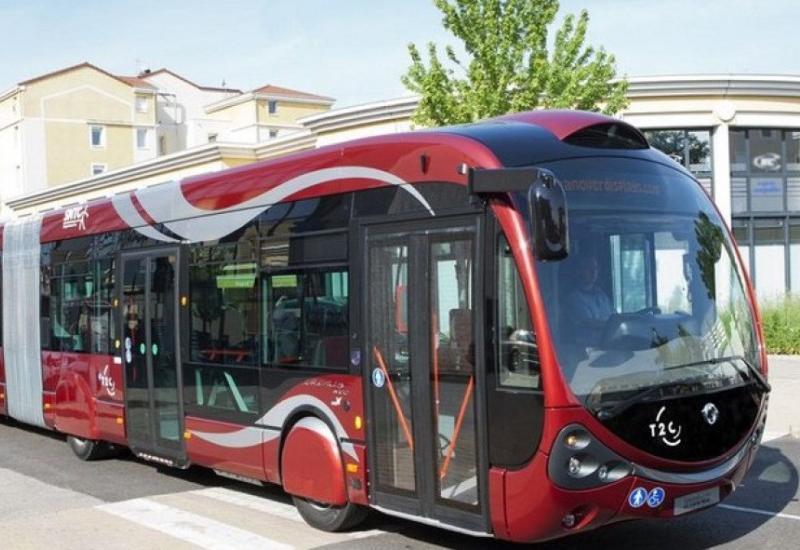 В Баку автобус BakuBus попал в аварию