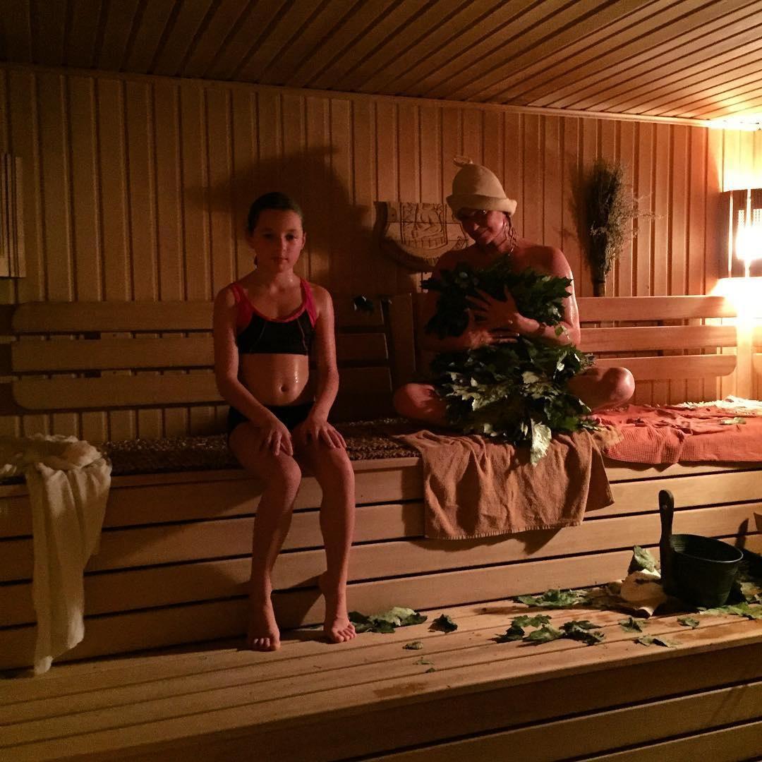 С дочкой в бане фото 7 фотография