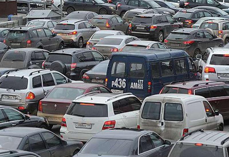 Цепная авария в центре Баку привела к большой пробке