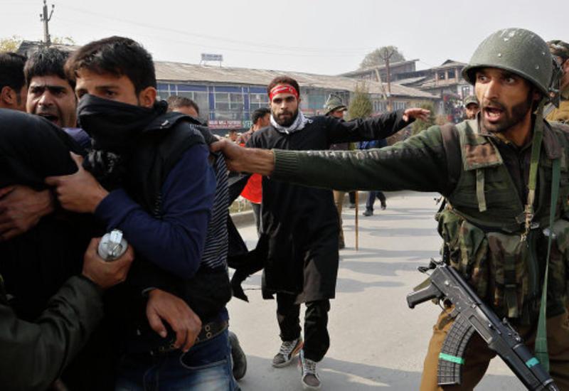 Боевики атаковали военную базу в Кашмире
