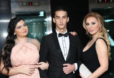 """Roza Zərgərlinin oğlu və qızı ilə yeni <span class=""""color_red"""">- FOTOLARI</span>"""