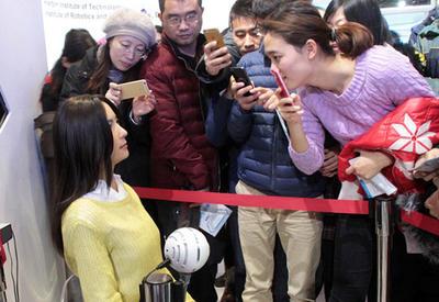 """Эта девушка собрала толпы поклонников в Пекине, и вот почему <span class=""""color_red"""">- ФОТО</span>"""