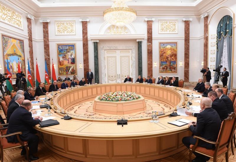 Состоялась встреча президентов Ильхама Алиева и Александра Лукашенко в расширенном составе