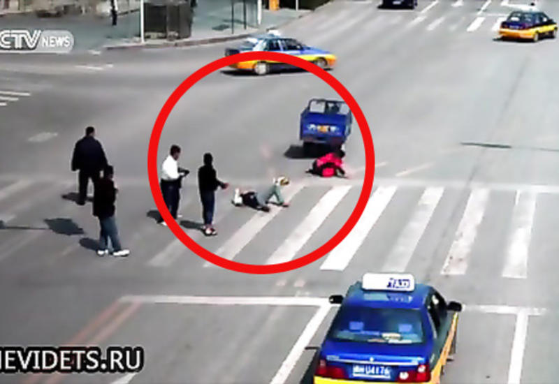"Лихач сбил пешехода, но судьба тут же наказала его <span class=""color_red"">- ВИДЕО</span>"