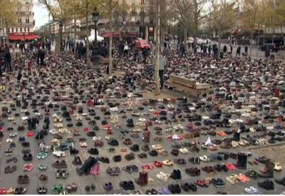"""На площади в Париже нашли обувь Папы Франциска и Пан Ги Муна <span class=""""color_red"""">- ВИДЕО</span>"""
