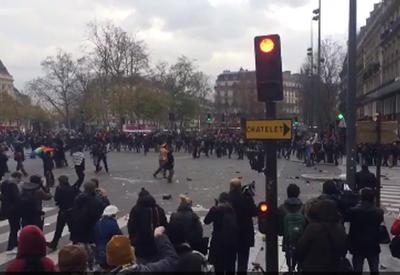 """Беспорядки в Париже: полиция применила слезоточивый газ <span class=""""color_red"""">- ВИДЕО - ОБНОВЛЕНО</span>"""