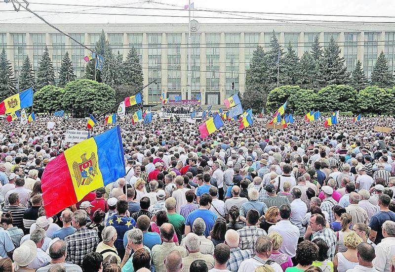 Протесты в Кишиневе: напали на здание МВД