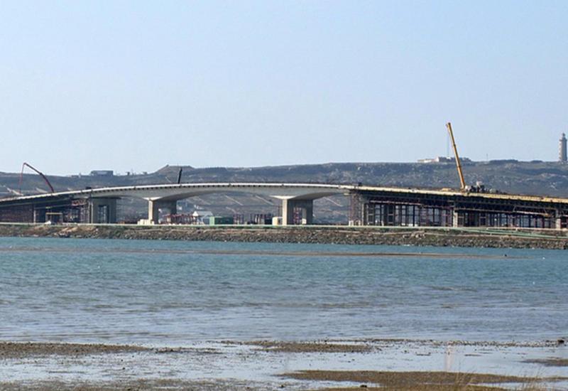 """В пригороде Баку готовят к открытию новый мост <span class=""""color_red"""">- ФОТО</span>"""
