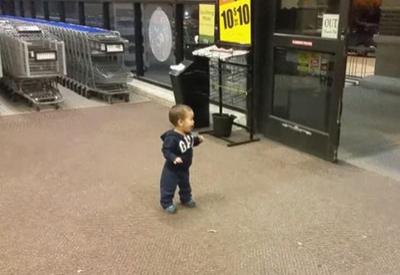 """Реакция малыша на раздвижные двери <span class=""""color_red"""">- ВИДЕО</span>"""
