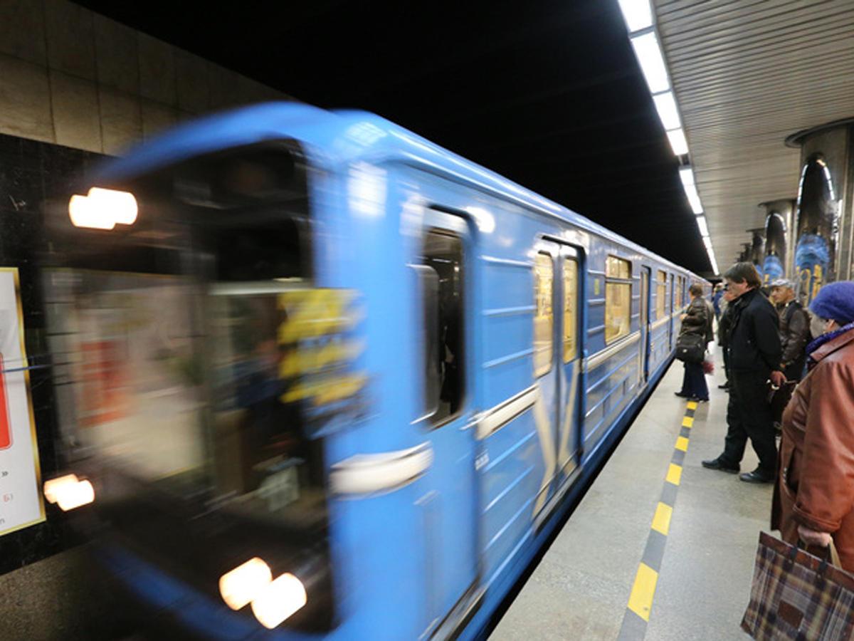 У мужика встал в метро 24 фотография