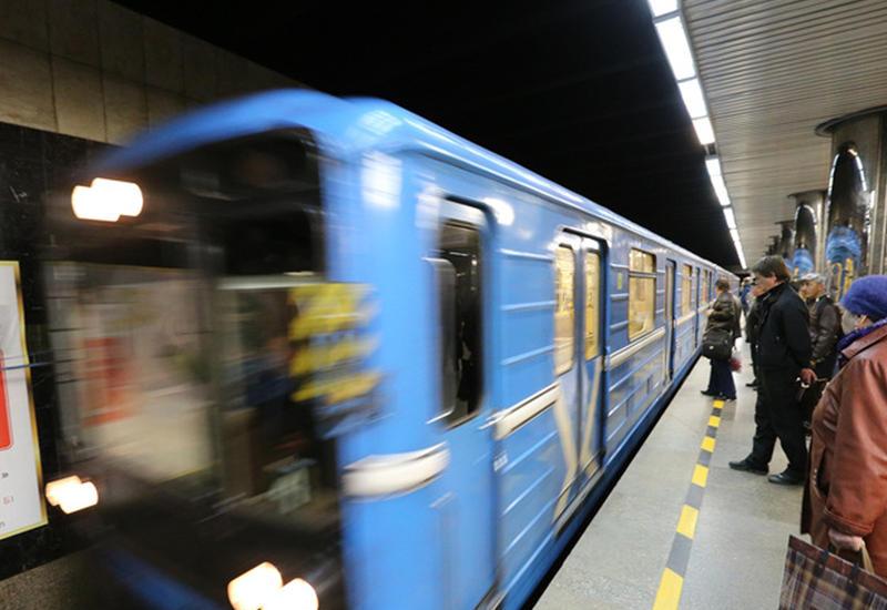 "Пассажиры метро оказались запертыми в вагоне <span class=""color_red"">- ВИДЕО</span>"