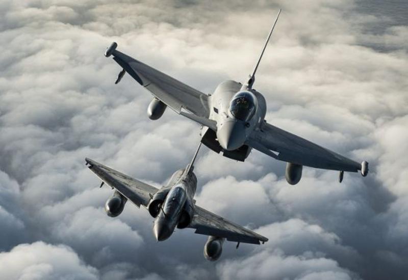 """Франция разбомбила позиции """"ИГ"""" в Ираке"""