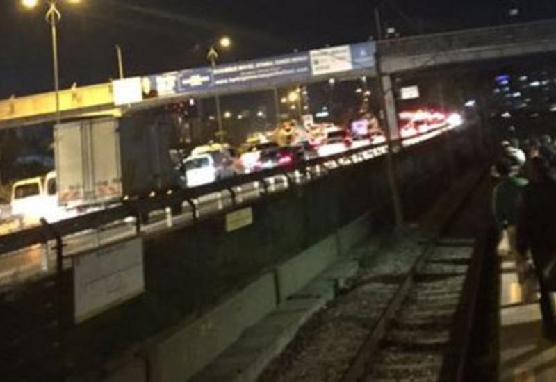 "Момент взрыва на мосту у станции метро в Стамбуле <span class=""color_red""> - ВИДЕО</span>"