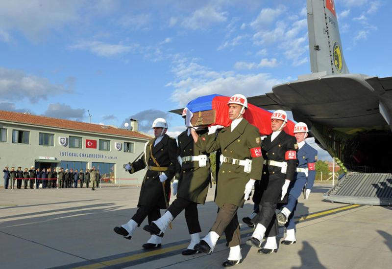"Вот с какими почестями Турция передала тело пилота Су-24 <span class=""color_red"">- ФОТО</span>"