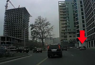 """Водитель Toyota устроил беспредел под камерами в Баку <span class=""""color_red"""">- ВИДЕО</span>"""