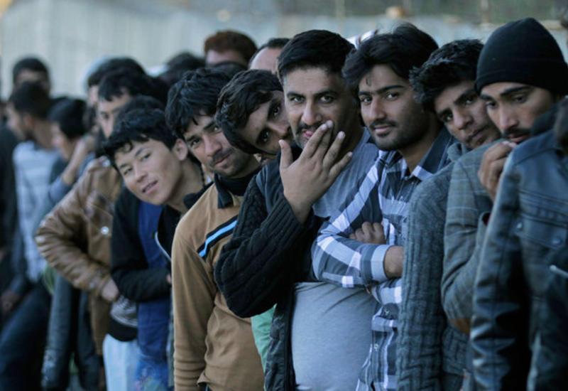 """Десятки тысяч сирийцев скопились на границе с Иорданией <span class=""""color_red"""">- ВИДЕО</span>"""