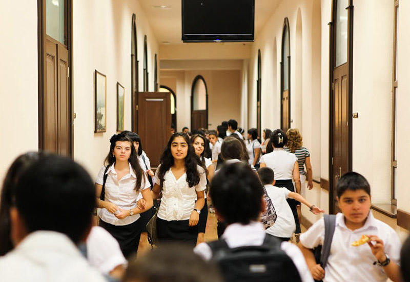 В Баку ограбили школу