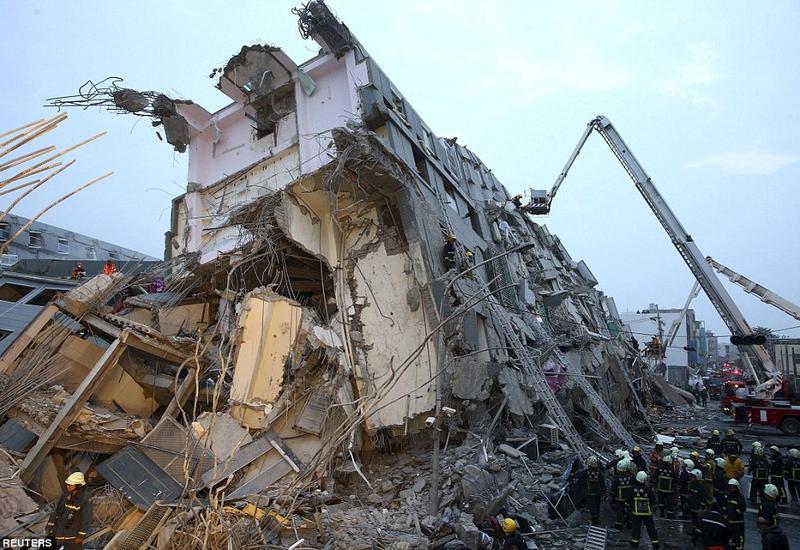 """Разрушительное землетрясение на Тайване: число жертв растет, сотни раненых <span class=""""color_red"""">- ОБНОВЛЕНО - ФОТО - ВИДЕО</span>"""