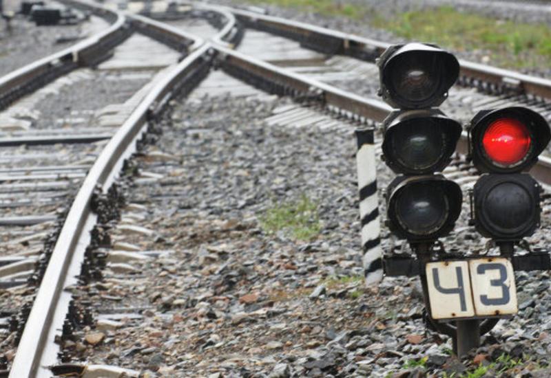 В России поезд смял машину, два человека погибли