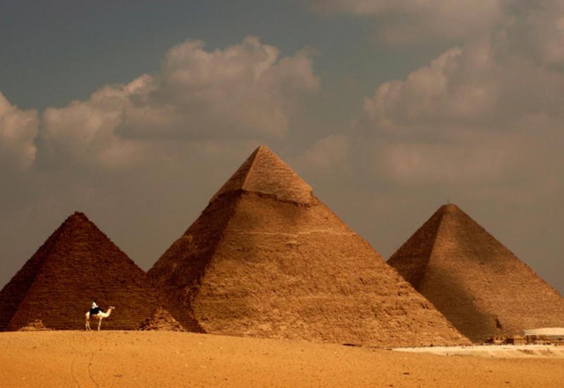 Египтяне продавали камни из древних пирамид туристам