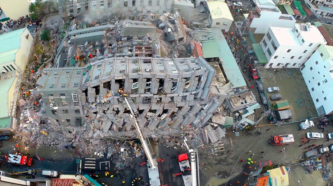 Число жертв землетрясения на Тайване возросло до 14