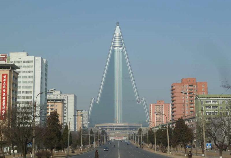 Жители Пхеньяна отмечают запуск спутника