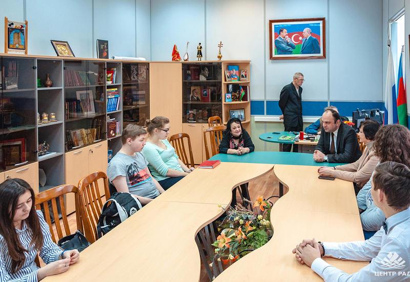 """Азербайджанский язык стал невероятно популярен в России <span class=""""color_red"""">- ФОТО</span>"""