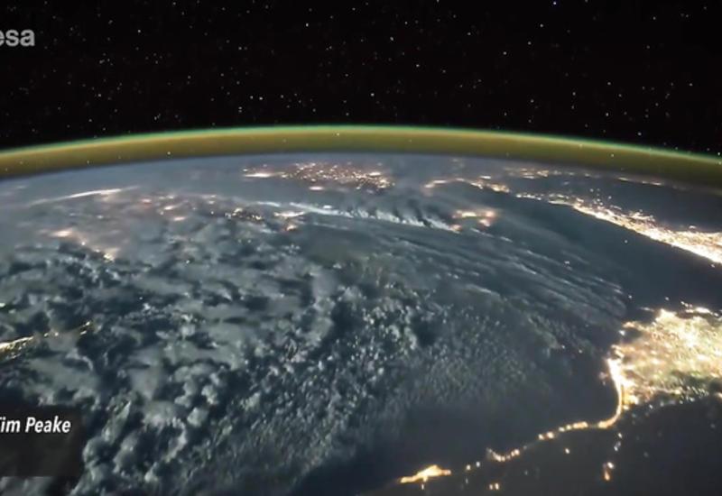"""Британский астронавт заснял удары молнии с высоты полета МКС <span class=""""color_red"""">- ВИДЕО</span>"""