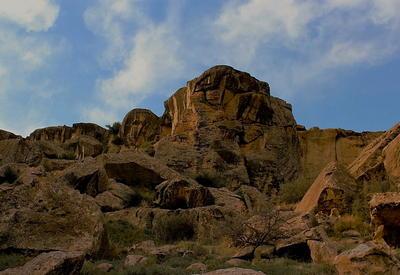 """Путешествие в древность - о чем расскажут камни Гобустана <span class=""""color_red"""">- ФОТО</span>"""