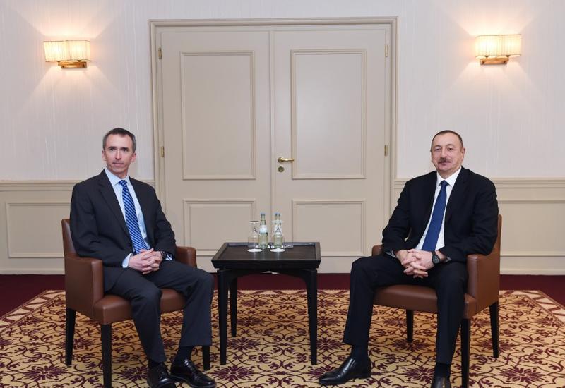 Президент Ильхам Алиев встретился с замминистра обороны США