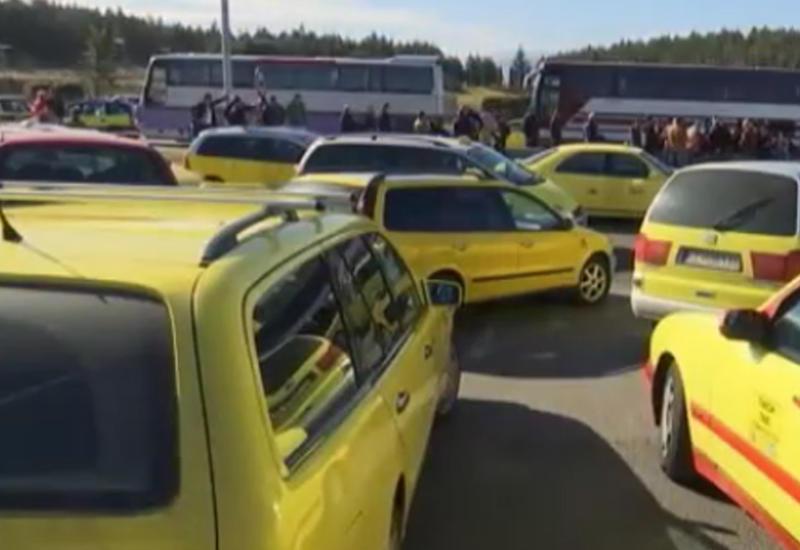 "Мигранты стали причиной акций протеста на границе Сербии и Македонии <span class=""color_red"">- ВИДЕО</span>"