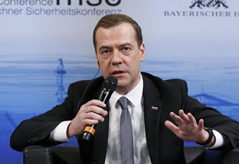 Медведев: по Сирии надо договариваться, а не пугать наземной операцией