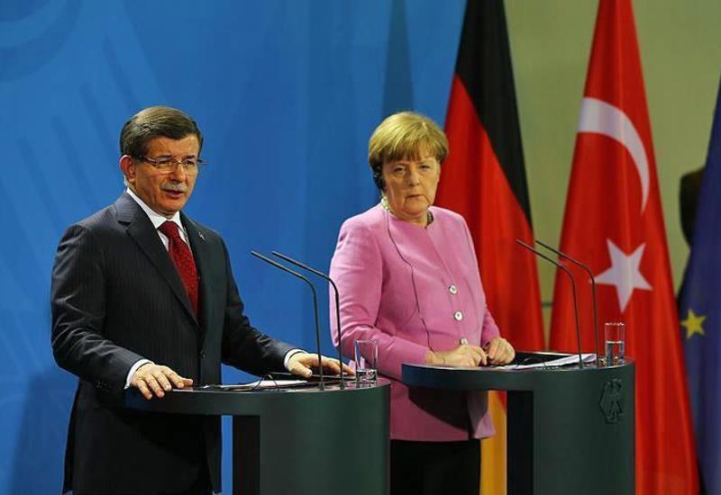 Давутоглу: Турция продолжит отвечать на атаки курдов в Сирии