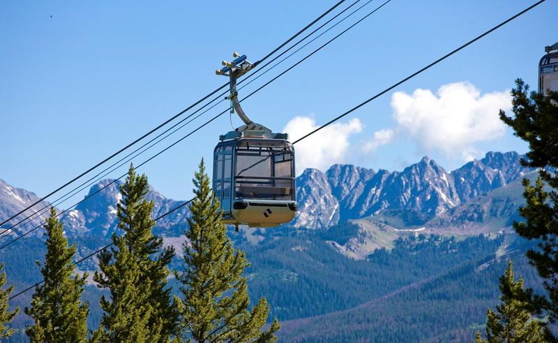 Gondola OneВейл, КолорадоПроект Gondola One заменил устаревший подъемник Vista Bahn Express еще в 2012 году. Десять небольших гондол радуют посетителей подогревом сидений и бесплатным Wi-Fi. Умелая оптимизация привела к тому, что пропускная способность повысилась на целых 40%.
