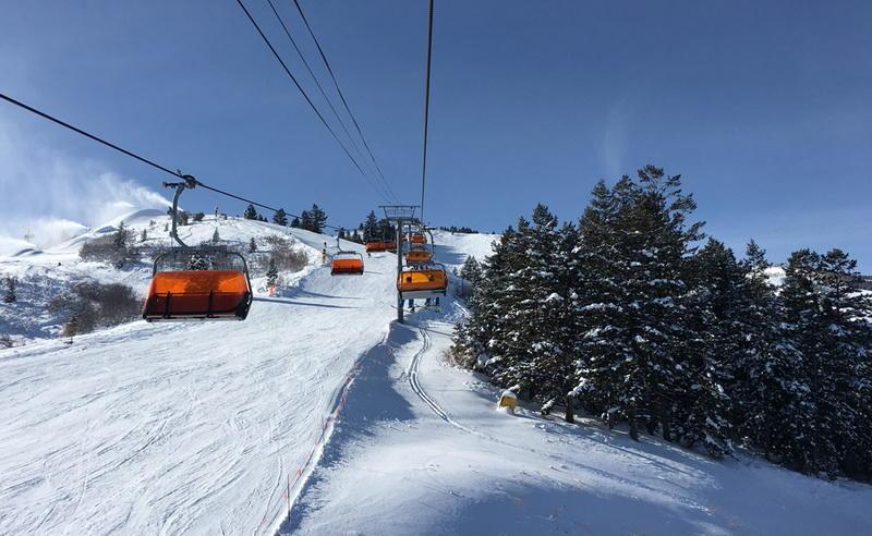 Orange Bubble ExpressПарк-Сити, ЮтаИзумительный вид и максимальный комфорт: подъемник Park City Mountain Resort пользуется такой популярностью, что прокатиться на нем мечтают не только любители горных лыж, но и обычные туристы. Одна кабинка вмещает четырех человек, которым обеспечено тепло и панорамный вид.