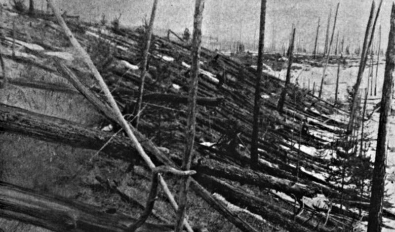 Тунгусский метеорит30 июня 1908 года огромный метеорит ударил в Землю. Ударная волна срубила несколько тысяч деревьев. Этот взрыв, над причиной которого до сих пор спорят ученые, был в 1000 сильнее, чем атомная бомба сброшенная на Хиросиму.