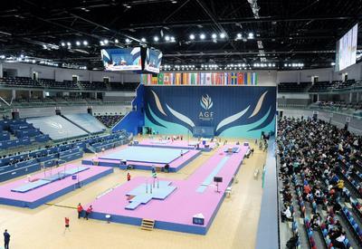 Японский гимнаст выиграл золото Кубка мира в Баку в упражнениях на перекладине