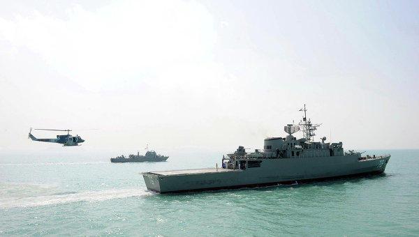 Иранский корабль заставил американское судно поменять курс