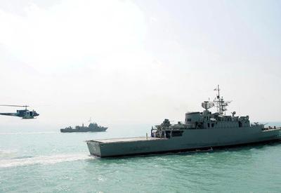 ВМС Ирана вынудили американский корабль изменить курс