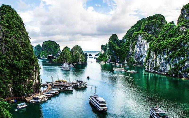 Залив Халонг, Вьетнам. Билеты на тур туда Гарлотта успели забронировать в последнюю минуту.