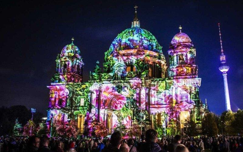 Один из самых любимых снимков семьи Гарлотта. Берлин во время фестиваля огней.