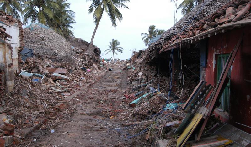 Циклон Бхола1970 годЭтот тропический циклон признан одним из самых губительных стихийных бедствий современного мира. Штормовой прилив, обрушившийся на острова дельты Ганга, унес жизни полумиллиона человек. Еще раз, вдумайтесь в это число: 500 000 человек погибли всего за одни сутки.