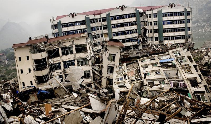 Таньшаньское землятресение1976 годЭта природная катастрофа произошла в китайском городе Таншане. Около четырех часов ночи, на глубине 22 километров случилось сильнейшее землетрясение. Город был разрушен до основания, никто из 655 000 человек населения не выжил.
