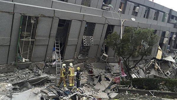 Вюжном Китае настроительной площадке обрушилось сооружение, под завалами остаются люди